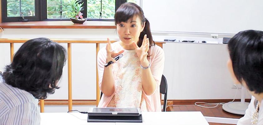 「YouTubeで学ぶ英語」の授業風景=撮影・橋本正人