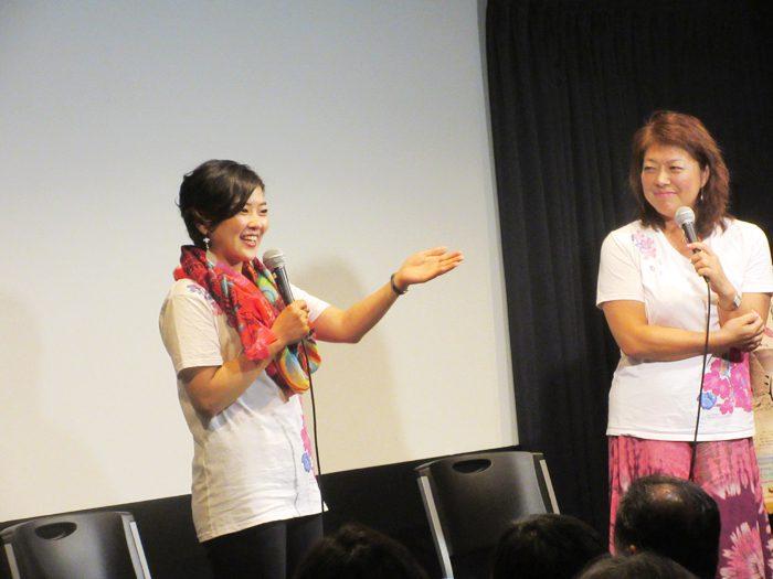 大矢英代監督(左)と三上智恵監督=提供・第七藝術劇場