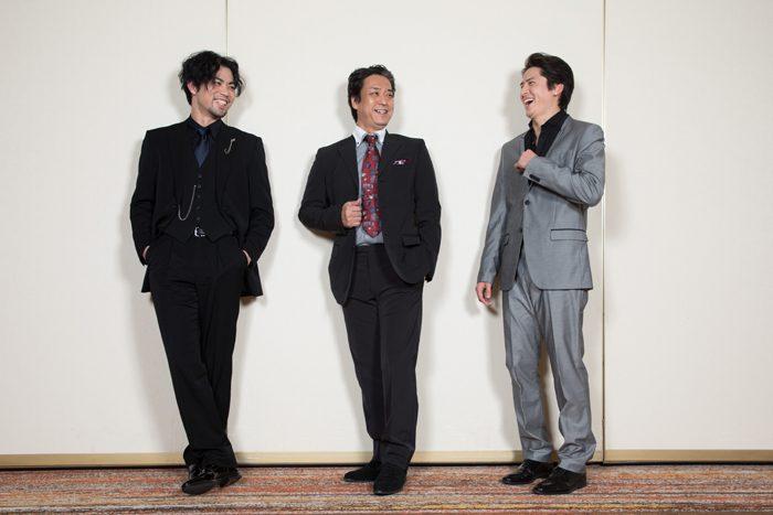 川口竜也さん(中央)、上原理生さん(左)、伊礼彼方さん(右)=撮影・岩村美佳