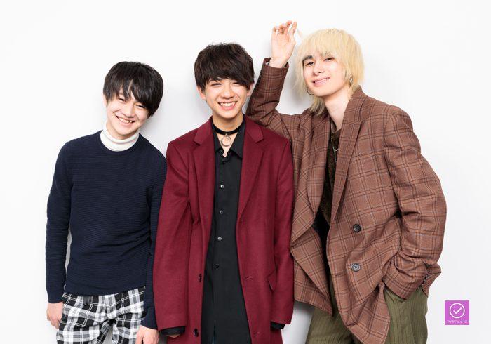 ジャンさん(右)、壮吾さん(左)、洸希さん(中央)のアイデアニュース・プレゼント用写真=撮影・山本尚侍