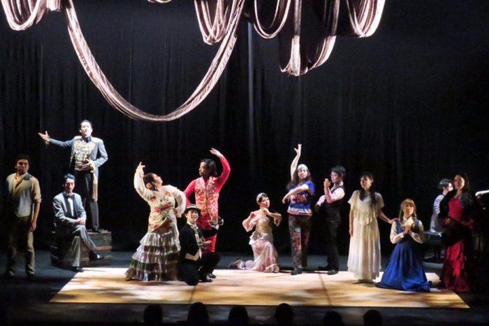 THE REDFACE『Carmen Operacomic』愛知公演より=撮影・堀江男二、写真提供・THE REDFACE