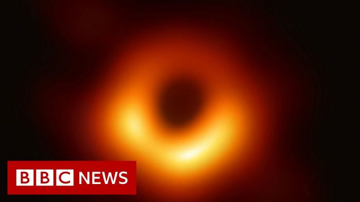 YouTubeの「First ever black hole image released」= BBC Newsチャンネルより