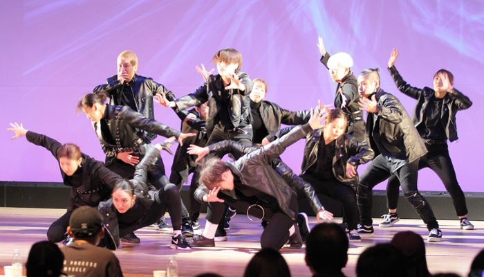 『K-POP & K-POPカバーダンス コンテスト 2019 関西大会』のカバーダンス部門で最優秀賞に選ばれたRe:CARATの皆さん=撮影:アイデアニュース・橋本正人