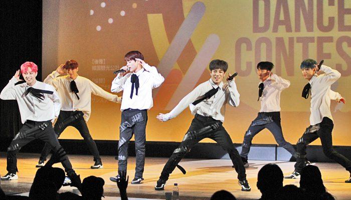 『K-POP & K-POPカバーダンス コンテスト 2019 関西大会』にゲストとして出演した「BLACK6IX」(ブラックシックス)の皆さん=撮影:アイデアニュース・橋本正人