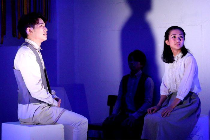 『お月さまへようこそ』公演より「星降る夜に出掛けよう」=撮影・岩村美佳