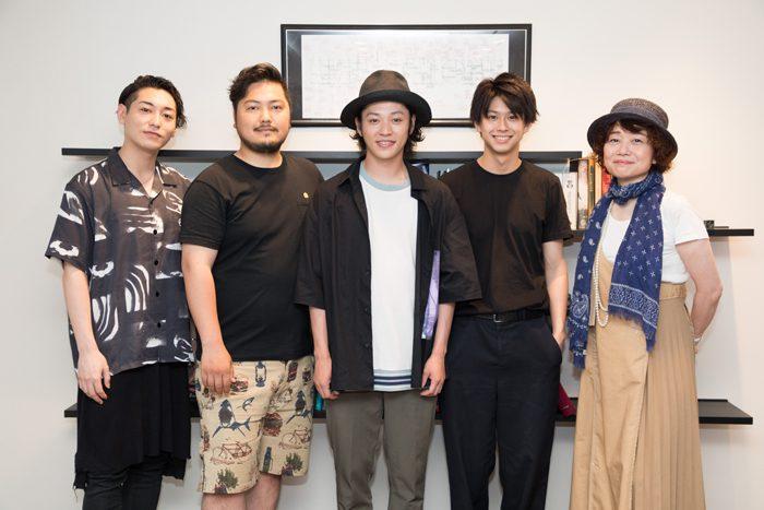 (写真左から)川原一馬さん、加治将樹さん、安西慎太郎さん、鈴木勝大さん、鈴木裕美さん=撮影・岩村美佳