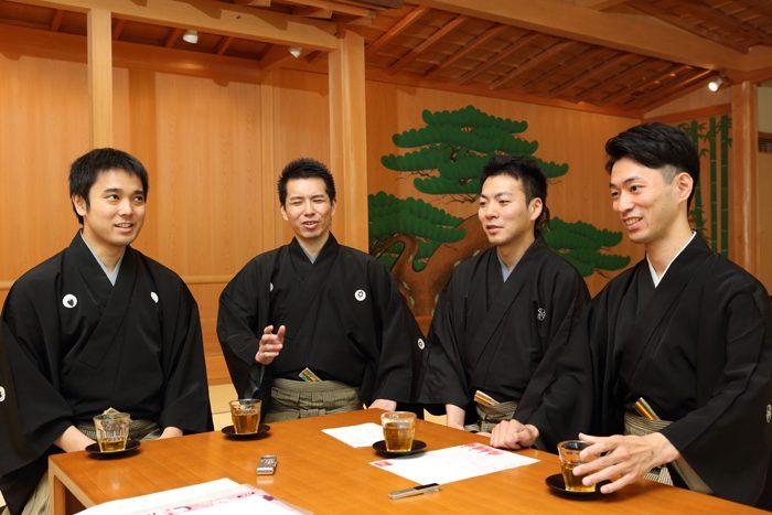 (写真左から)飯田豪さん、岡聡史さん、内藤連さん、中村修一さん=撮影・伊藤華織