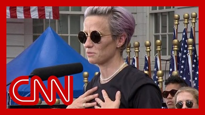 YouTubeの「Megan Rapinoe speaks at World Cup championship parade」=CNNチャンネルより