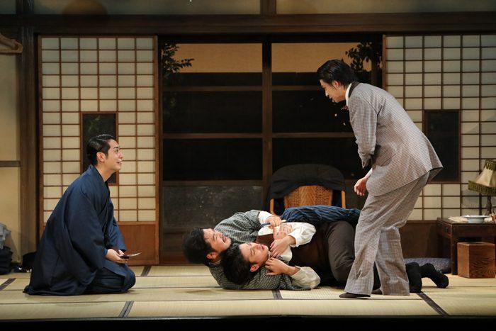 舞台『絢爛とか爛漫とか』より=撮影・神ノ川智早