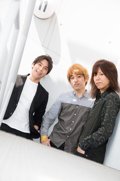 CYANOTYPE /シアノタイプの海宝直人さん(写真左)、小山将平さん(同右)、西間木陽さん(同中央)=撮影・岩村美佳