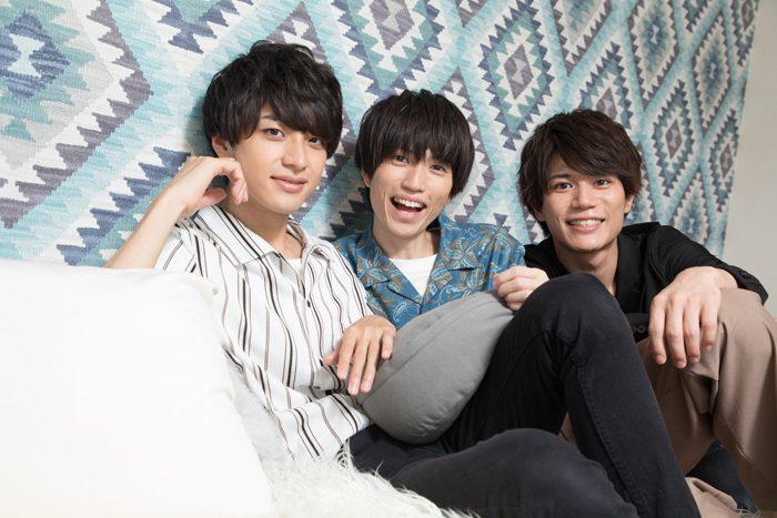 蒼木陣さん(写真右)、井澤巧麻さん(同左)、佐伯亮さん(同中央)=撮影・岩村美佳