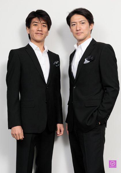 「LE VELVETS」の宮原浩暢さん(右)と佐賀龍彦さん(左)、アイデアニュース・プレゼント用写真=撮影・山本尚侍