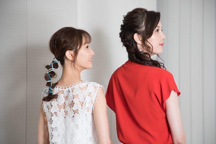 朝夏まなとさん(右)と実咲凜音さん(左)=撮影・岩村美佳