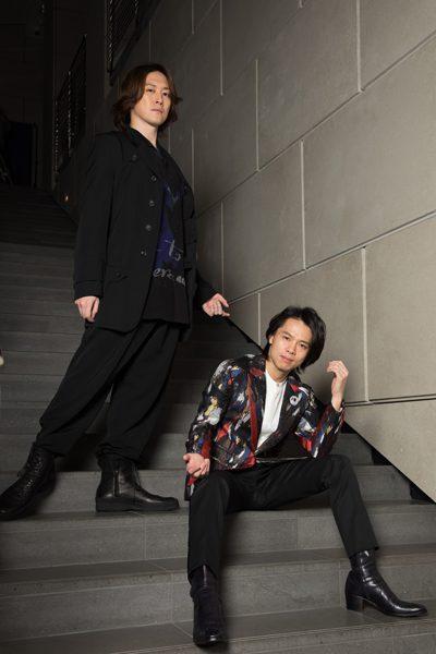 中川晃教さん(右)と宮尾俊太郎さん(左)=撮影・岩村美佳