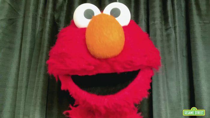 YouTubeのElmo's Virtual Hug  Sesame Street チャンネルより