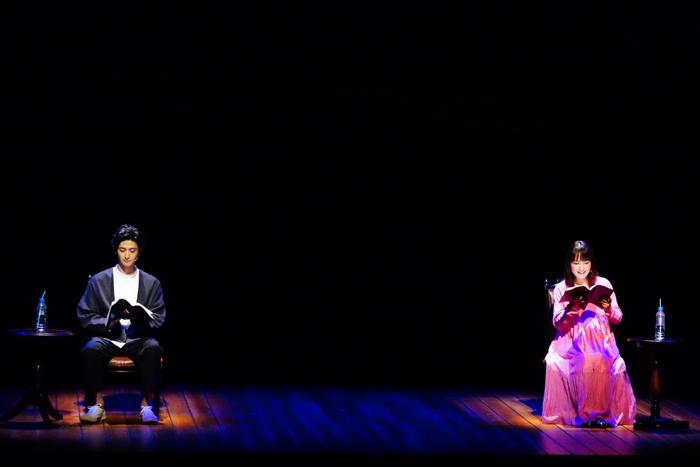 「Re:」に出演中の古川雄大さん(左)と葵わかなさん(右)=田中亜紀