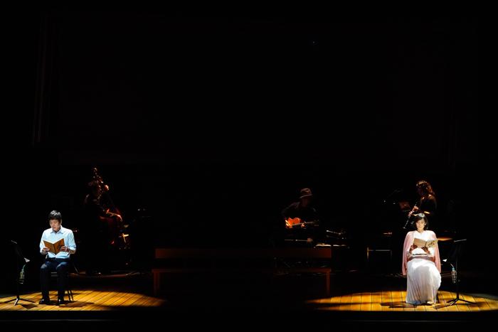 「ひとりのふたり」に出演中の勝村政信さん(左)と木村多江さん(右)=撮影:田中亜紀