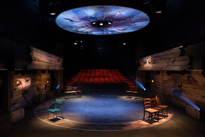 ミュージカル『VIOLET』ロンドン公演の舞台空間=Photo by Scott Rylander