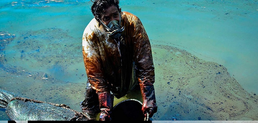 YouTubeのMassive clean-up effort after Mauritius oil spill CBC News: The National チャンネルより
