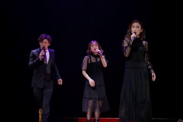 ミュージカル『EDGES-エッジズ-』チームRED公演より、(写真左から)藤岡正明さん、梅田彩佳さん、実咲凜音さん