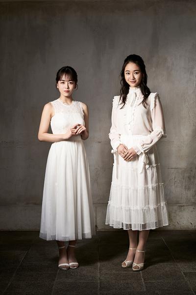 写真左からジュリエット役の伊原六花さんと天翔愛さん=(C)岡本隆史