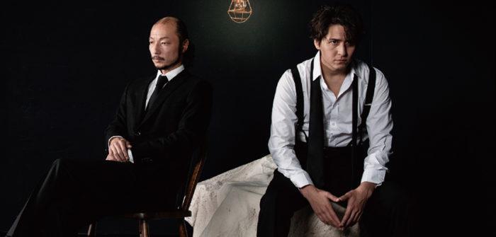 伊礼彼方さん(右)と河内大和さん(左)=『ダム・ウェイター』ビジュアルより