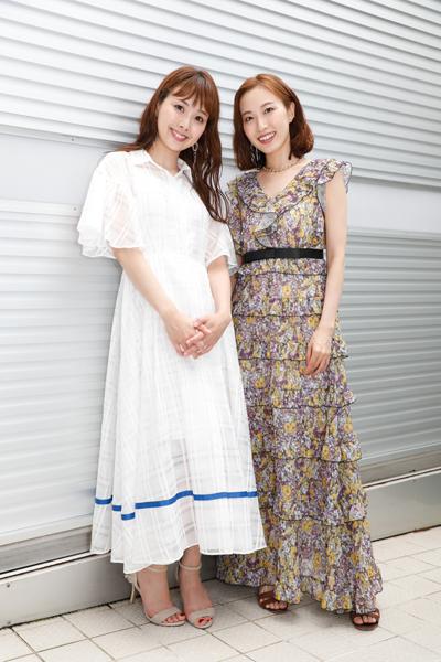 実咲凜音さん(右)と妃海風さん(左)=撮影・岩村美佳