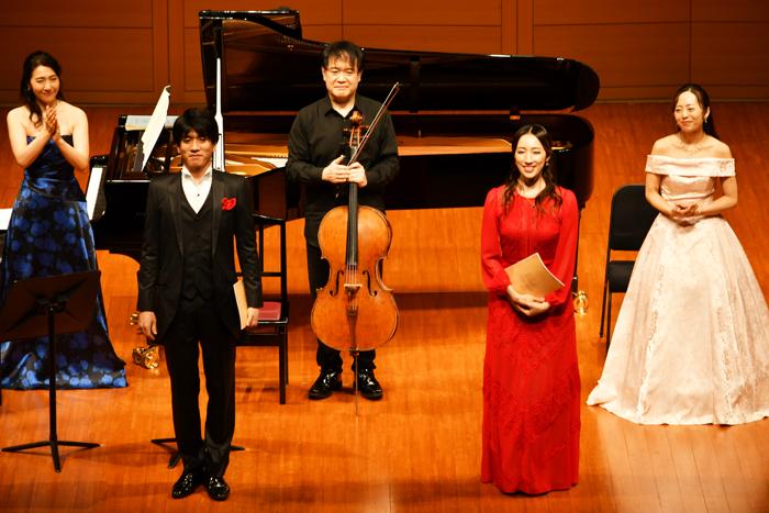(写真左から)島田彩乃さん、佐賀龍彦さん、渡部玄一さん、水夏希さん、岡田愛さん