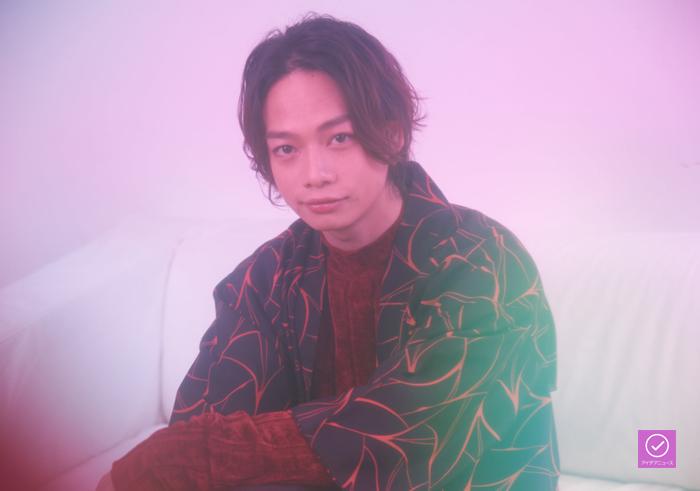 池田純矢さんのアイデアニュース・プレゼント用写真(池田さんのサインが入ります)=撮影・NORI
