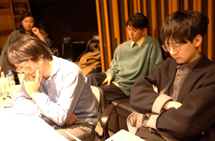 (手前左から)藤川大晃さん、大橋征人さん、(奥左から)濵野杜輝さん、竹内將人さん